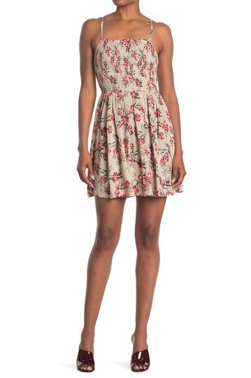 Платье со сборками и цветочным принтом Angie
