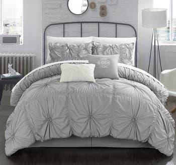Комплект из 6 предметов стеганого одеяла Hilton с цветочными складками и рюшами - размер королевы CHIC