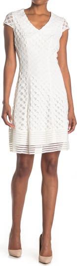Кружевное платье с короткими рукавами и круглым вырезом с расклешенным рисунком N Sandra Darren