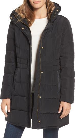 Стеганая куртка с наполнителем из пуха и перьев Cole Haan с отделкой из искусственного меха COLE HAAN SIGNATURE
