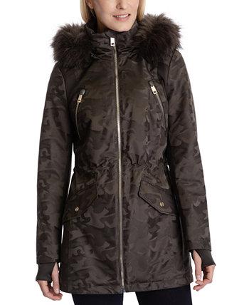 Пальто-анорак с капюшоном и искусственным мехом с камуфляжным принтом Michael Kors