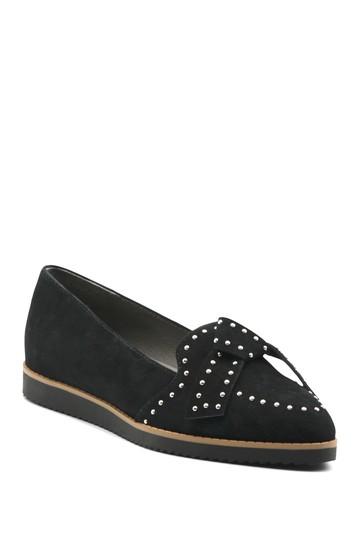 Плоские туфли Laverne с острым носком и заклепками Adrienne Vittadini