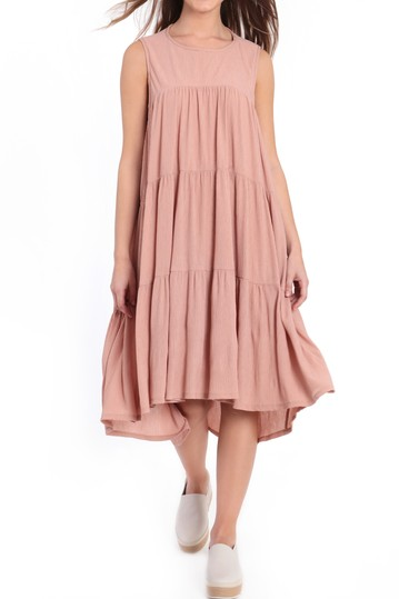 Многослойное платье бэбидолл без рукавов Donna Morgan