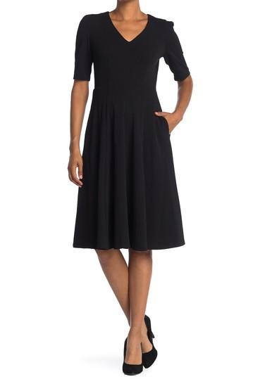 Платье с V-образным вырезом и пышной юбкой Donna Morgan