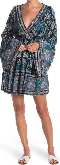 Платье с цветочным принтом и расклешенными рукавами Nostalgia Apparel