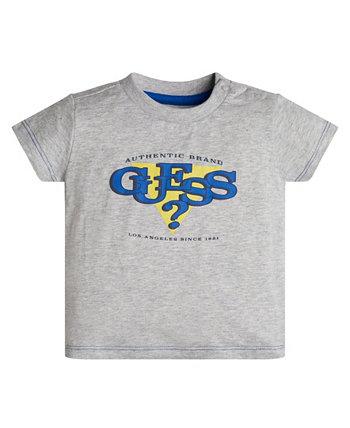 Футболка с текстурированным логотипом для маленьких мальчиков GUESS