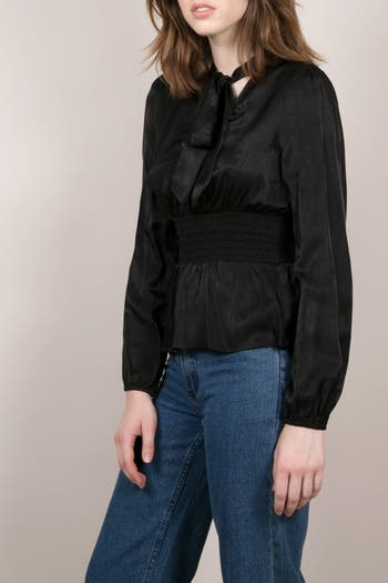 Блуза из атласного плетения с завязками на воротнике FRNCH