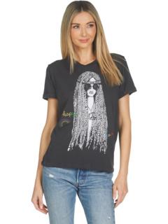 Edda Hippie Girl в винтажной футболке с вышивкой Lauren Moshi