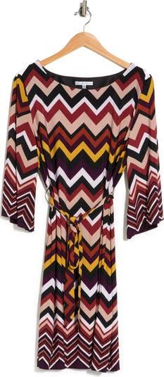 Платье прямого кроя с шевронным принтом и завязками на поясе Sandra Darren