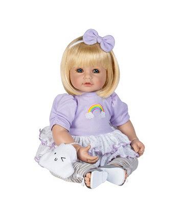 Малыш над куклой-радугой Adora