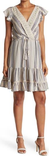 Платье с кружевной отделкой в полоску и развевающимися рукавами Nostalgia Apparel
