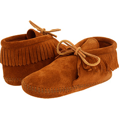 Классический ботинок с бахромой (малыш / маленький ребенок / большой ребенок) Minnetonka Kids