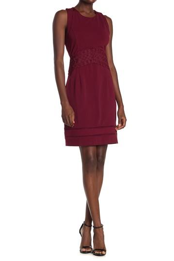 Платье-футляр с вышивкой крест-накрест на спине Adelyn Rae