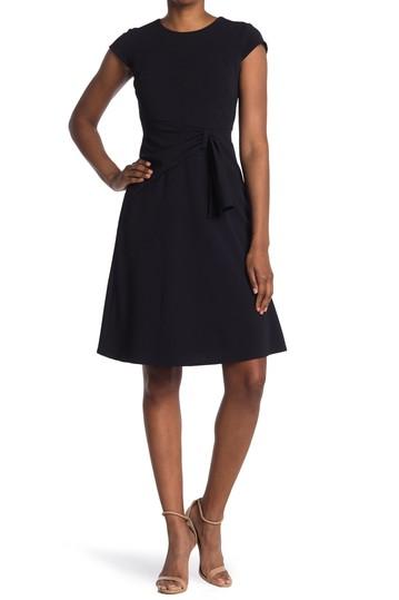 Платье с пышной сборкой и сборками (для миниатюрных) (для миниатюрных) Donna Morgan