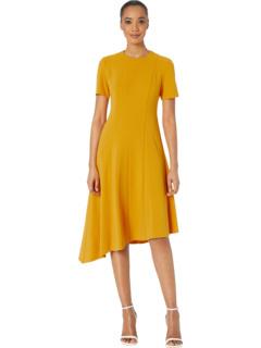 Асимметричное облегающее платье с короткими рукавами и расклешенным платьем из крепа Donna Morgan