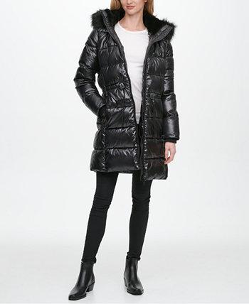 Блестящее пуховое пальто с отделкой из искусственного меха с капюшоном, созданное для Macy's DKNY